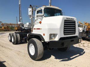 6x6 Mack Truck